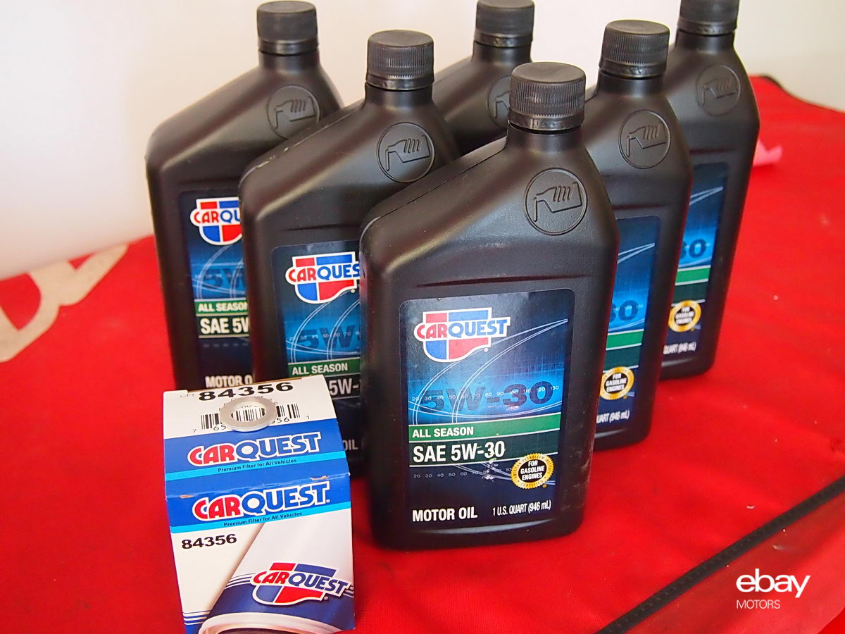 how to change your car oil and keep it running longer ebay motors blog. Black Bedroom Furniture Sets. Home Design Ideas