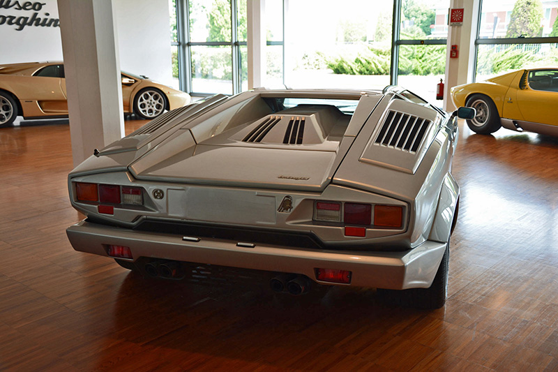 a fast lesson in lamborghini history powered by a v12 ebay motors blog. Black Bedroom Furniture Sets. Home Design Ideas