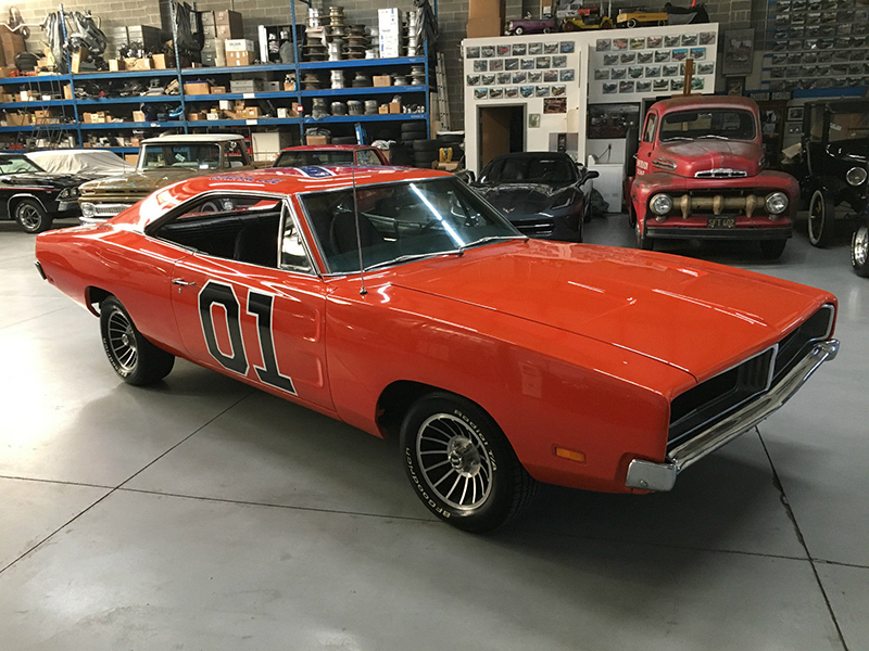 Dukes of hazzard fans keep building new general lee for Is dodge general motors